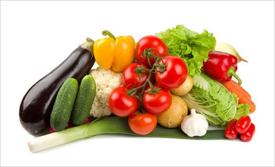 Takto pekne a chutňe vyzerá zelenina v obchode, bohužiaľ pre nás je to často jediný zážitok z takejto peknej zeleninky, pretože pri konzumácii zistíme, že je nedozretá a bez chuti. Samozrejme niekoľko krát postriekaná proti plesniam, hubám alebo burinám.