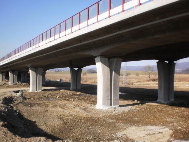 Pohľad na most zo zelezničného násypu trate vedúcej k Podpolianskym strojárňam.